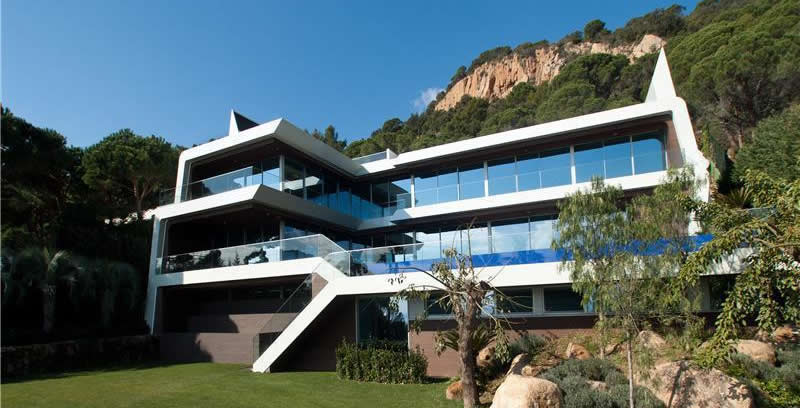 ultra modern villa for sale on the costa brava one hour from barcelona 15000000